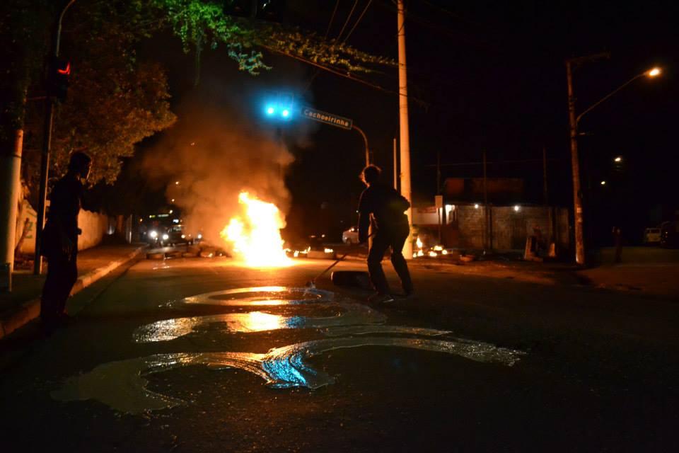 Protesto na estrada do M´boi Mirim contra o aumento da passagem, no dia 03 de junho de 2013